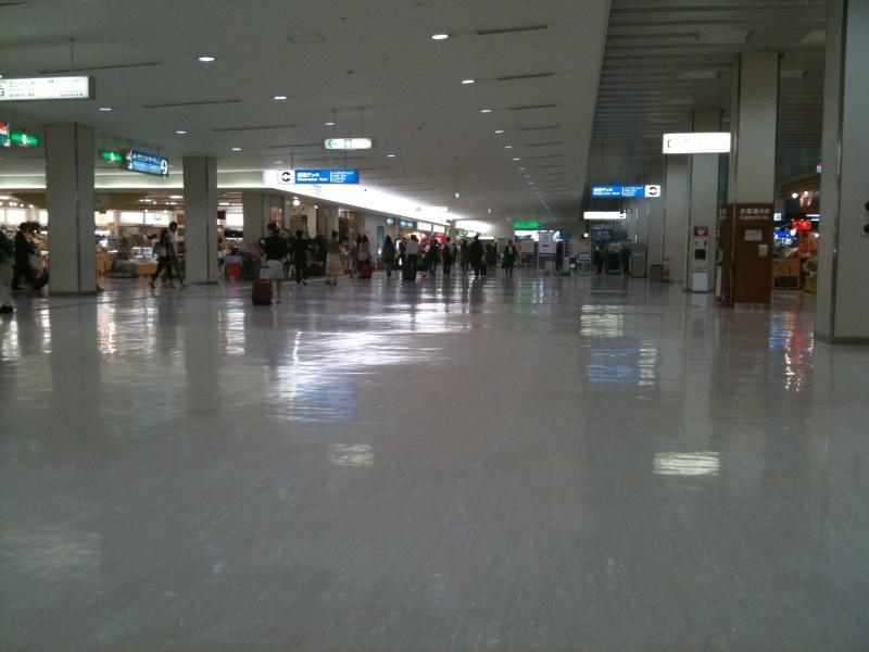 大阪空港に着いたずら。